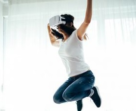 vr fitness female player jumping