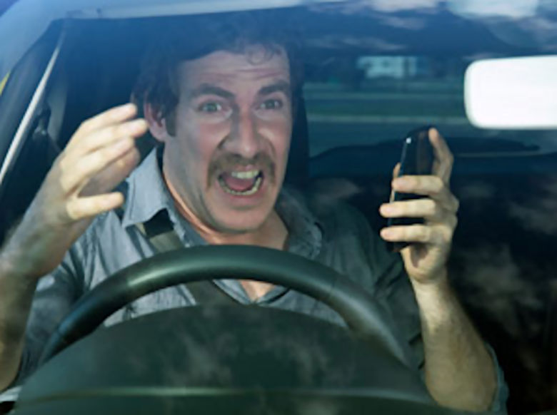 https://i0.wp.com/www.vrdriversim.com.au/wp-content/uploads/2017/02/Distracted_Driver-Male_7.jpg?w=1040&ssl=1