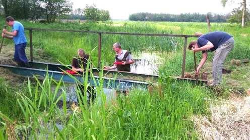 werkgroep Zeijerwiek- renoveren brug Kerkpad juni