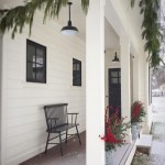 79 Beautiful Farmhouse Front Porches Decorating Ideas-3990