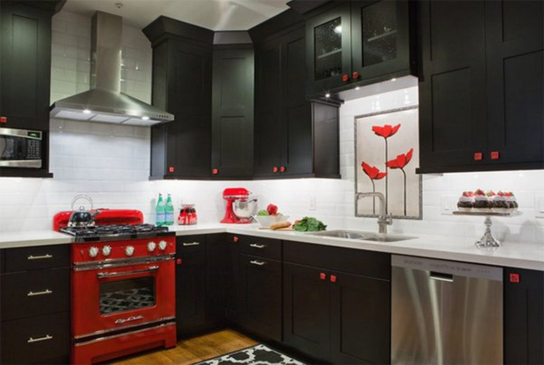 Tips For Creating Beautiful Black Or White Retro Themed Kitchens 1