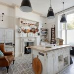 Tips For Creating Beautiful Black Or White Retro Themed Kitchens 21