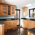 Tips For Creating Beautiful Black Or White Retro Themed Kitchens 4
