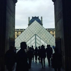 Louvre Parijs piramide