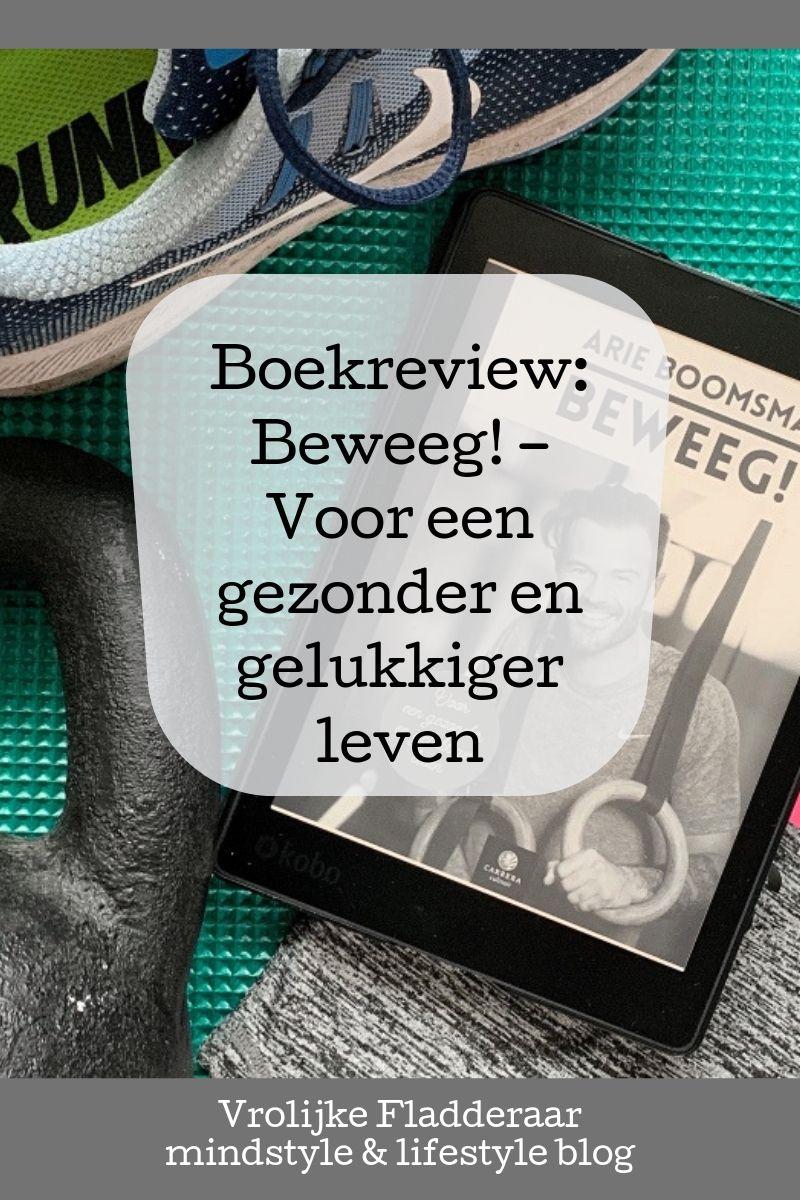 Pinterest pin met tekst 'boekreview: Beweeg! - voor een gezonder en gelukkiger leven' met op de achtergrond het ebook van Arie Boomsma en diverse fitness objecten