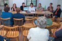 zastupitelé obce Všestudy při zasedání a schvalování nového znaku obce