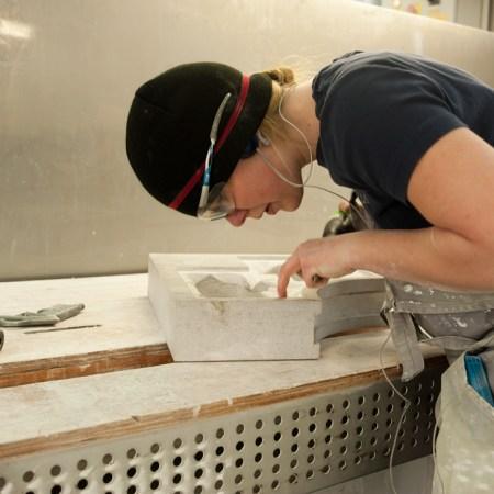 Vaje v delavnici Marmor Sežana. Fotografija: Maša Lancner