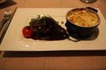 Говядиня в соусе из красного вина и картофель в кокотнице по рецепту Поля Бокюза
