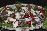 Салат из молодого редиса с фрикадельками
