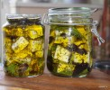 Овечий сыр маринованный в оливковом масле