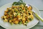 Салат из цветной капусты и зеленого горошка