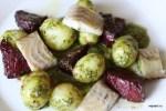 Салат из молодого картофеля с зеленой сальсой и копченым угрем