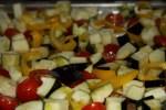 Баклажаны, перец и помидоры для обжаривания в духовке