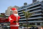 40 градусная жара не мешает Санта Клаусу в Пунта дель Эсте, Уругвай