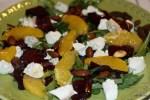 Салат из маринованной свеклы и козьего сыра