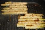 Обжариваем спаржу на сковороде-гриль