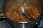 Нагреваем в кастрюле ингредиенты для соуса