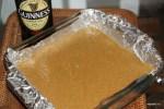 Выливаем тесто в форму для запекания