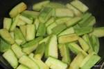 Обжариваем кабачки в смеси сливочного и растительного масла