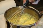 Дидье Коли готовит беарнский соус