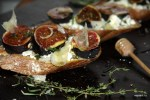 Тортины со свежим инжиром, козьим сыром и медом от Алена Дюкаса