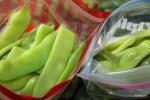 В таких пакетах удобно хранить замороженные овощи в морозилке