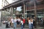 Туристы по-прежнему осаждают мадридский рынок Сан-Мигель