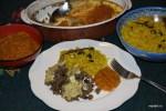Боботи - это целая трапеза, включающая желтый рис и чатни из кураги