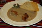 шелковый итальянский суп из каштанов с крутонами и чипсами из пармезана