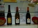 Слово терруар обретает на этом стенде буквальные очертания: вина и земля Sancerre