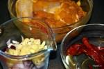 В соусе главную роль играют перец чили, шалот и чеснок