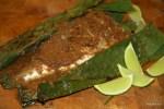 Рыба, запеченная в банановом листе, в остром малайском соусе