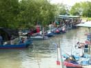 Рыбацкая деревня на берегу реки. Остров Пинанг, Малайзия