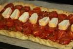 Поверх помидорной начинки укладываем кусочки сыра