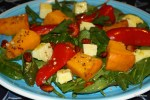 Теплый салат с запеченной тыквой, сладкими и острыми перцами и овечьим сыром