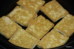 Обжариваем тофу в растительном масле