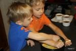 Мои внуки помогают готовить чизкейк по рецепту Carnegie Deli