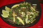 Салат из собы с огурцом и манго