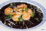 Ризотто из черного китайского риса с креветками в кокосовом масле