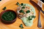 Жареная с чесноком треска с пюре из пастернака с кокосовым молоком и зеленым соусом