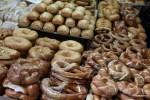 Бесконечное разнообразие хлебов на рынке Кармель