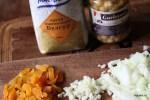 Ингредиенты пилафа: булгур, турецкий горох, курага, лук, чеснок