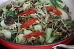 Перемешиваем овощи
