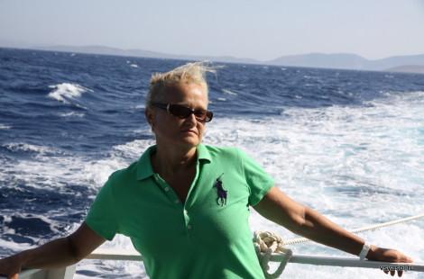 Путь от острова Самос на остров Патмос. в зависимости от волнения на море, составляет от 2,5 до 3 часов