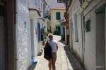По крутым улицам деревни Манолатес. Самос