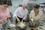 Под руководством Милены Иерусалимской приготовили 5 французских десертов