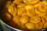 Вторая стадия приготовления абрикосового джема