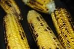 Обжаренная на гриле кукуруза