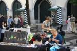 По выходным на исторической площади Кармо в Лиссабоне устраивается блошиный рынок