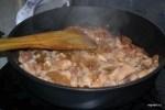 Обжариваем курицу в маринаде из меда и соевого соуса